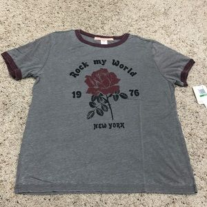 (Large) NWT GRAPHIC TSHIRT